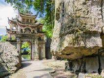 Główne wejście brama Bich Dong pagodowy kompleks, Ninh Binh prowincja, Wietnam Obraz Stock