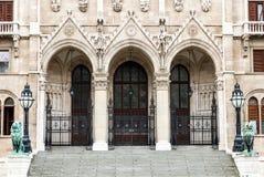 Główne wejście Orszaghaz, Węgry parlament Obrazy Stock