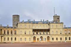 Główne wejście Uroczysty pałac w Gatchina na słonecznym dniu Obrazy Royalty Free
