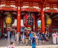 19, 2018 główny Hall Sensoji świątynia w Tokio Asakusa, TOKIO - JAPONIA, CZERWIEC, - zdjęcia stock