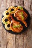 Główny kurs: piec na grillu wieprzowina kotlecika stek w miodowym glazerunku z pineapp zdjęcia stock