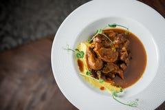 Główny mięsny naczynie na ampule zgłębia talerza Restauracja Zdjęcie Royalty Free