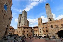 Główny plac San Gimignano, Tuscany - Zdjęcia Stock