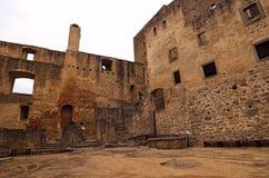 Główny podwórze kasztel otaczający ruinami budynki i kasztel ściany Landstejn kasztel obrazy stock