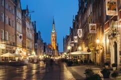 Główny urząd miasta i Długi pas ruchu w wieczór, Gdańskim Fotografia Stock