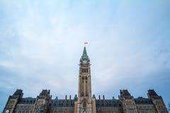 Główny zegarowy wierza centrum blok parlament Kanada, w Kanadyjskim Parlamentarnym kompleksie Ottawa, Ontario obraz stock