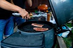 głębii pola grilla płycizny stek fotografia stock