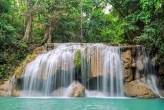 Głęboka lasowa siklawa przy Erawan siklawy parkiem narodowym Kanjanaburi Tajlandia Obraz Royalty Free
