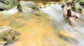 Głęboka Lasowa siklawa przy Sarika siklawą Tajlandia Obraz Stock