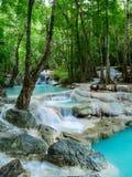 Głęboka lasowa siklawa w Tajlandia Erawan siklawie Zdjęcie Stock