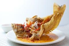 Głęboka Smażąca Tajlandzka styl ryba Zdjęcia Royalty Free