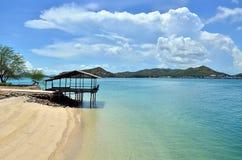 Głęboki błękitny morze z niebem przy Tajlandia Zdjęcia Royalty Free