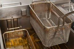 Głęboki fryer w restauracyjnej kuchni Fotografia Royalty Free