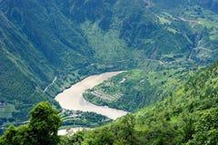 Głęboki rzeki U zwrota krajobraz od bardzo odgórnego Fotografia Royalty Free