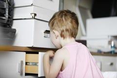 głębokie badania dzieciak zakazującą strefy Zdjęcie Royalty Free
