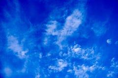 głęboko niebieskie niebo Zdjęcie Royalty Free