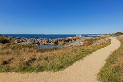 Gładka ścieżka wzdłuż zatoki ogienie z pięknym scenicznym widoku leadin Obraz Royalty Free