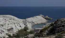 Gładkie linii brzegowych skały Obrazy Stock
