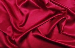 Gładzi elegancką czerwoną jedwabiu lub atłasu luksusową sukienną teksturę jako abstrac Fotografia Royalty Free