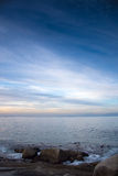 Głaz plaża przy zmierzchem Fotografia Royalty Free
