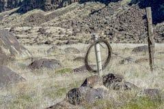 Głazu pole z płotowym bieg przez go Fotografia Stock