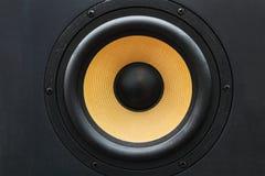 Głośnikowy głośnik z żółtym dyfuzorem zdjęcie stock