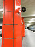 Głośny mówca na czerwonej kafelkowej kolumnie Obraz Royalty Free