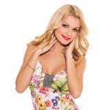 głos Piękna blondynka w ślicznej sukni obraz stock