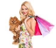 głos Piękna blondynka z psem obraz stock