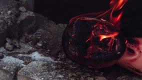 Głowa atrapa pali na kamiennej ziemi zbiory