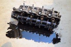 Głowa blok butle Głowa blok butle usuwał od silnika dla naprawy Części w parowozowym oleju Ca Obraz Royalty Free
