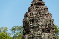 Głowa encarved w kamiennej Bayon świątyni Angkor obraz stock