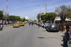 Główna ruchliwa ulica blisko Djerba rynku, Tunezja, afryka pólnocna Obraz Stock