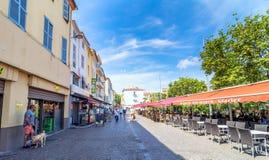 Głównego placu widok w Antibes starym miasteczku, Francja Zdjęcia Royalty Free