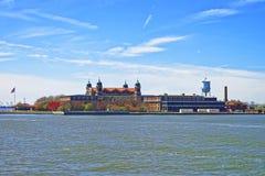Główny budynek w Ellis wyspie w Górnej Nowy Jork zatoce Zdjęcia Royalty Free