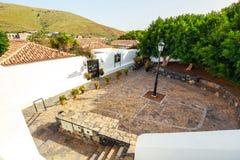 Główny plac w Betancuria wiosce na Fuerteventura wyspie, Hiszpania Zdjęcia Stock