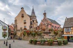 Główny plac w Eguisheim, Alsace, Francja Zdjęcia Royalty Free