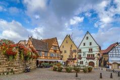 Główny plac w Eguisheim, Alsace, Francja Fotografia Royalty Free