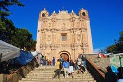 Główny plac w San Cristobal, Meksyk z klasztorem Zdjęcie Stock