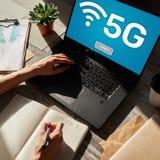 5g γρήγορη κινητή σύνδεση στο Διαδίκτυο, επικοινωνία παραγωγής ΝΕ και σύγχρονη έννοια τεχνολογίας στοκ φωτογραφία