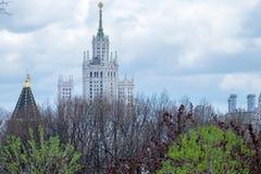 G au centre de la ville de Moscou image stock