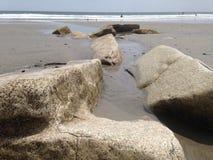 Głazy w piasku zdjęcie stock