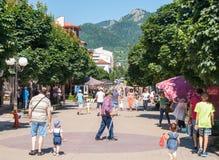 Gå delen av staden av Smolyan i Bulgarien Arkivfoto