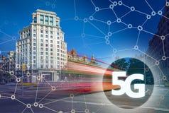 5G eller LTE-presentation Barcelona modern stad på bakgrunden Royaltyfria Bilder