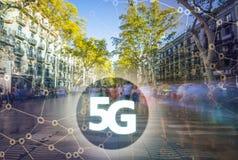 5G eller LTE-presentation Barcelona modern stad på bakgrunden Royaltyfria Foton
