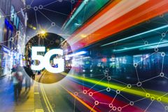 5G eller LTE-presentation London modern stad på bakgrunden Royaltyfria Foton