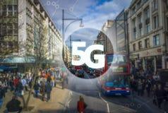 5G eller LTE-presentation London modern stad på bakgrunden Royaltyfri Bild