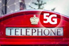 5G eller LTE-presentation London traditionell röd telefonask, K2 MED ORDET 5g Fotografering för Bildbyråer