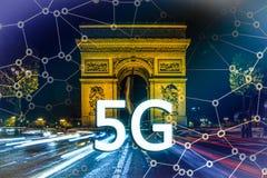 5G eller LTE-presentation Paris modern stad på bakgrunden Royaltyfri Bild