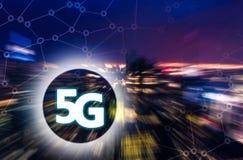 5G eller LTE-presentation Suddig modern stad på bakgrunden fotografering för bildbyråer